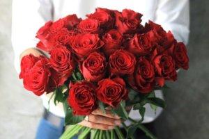 प्रेम दिवसका लागि भारतबाट डेढ करोडको स्टम गुलाफ नेपाल आयात गरिदै