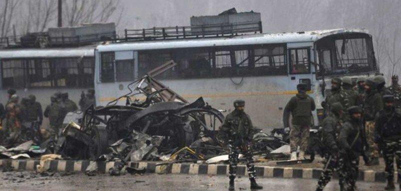कास्मिरमा आतंकवादी आक्रमण ४० सुरक्षाकर्मीको मृत्यु